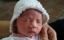 Hà Nội: Phát hiện bé gái sơ sinh bỏ rơi trước cổng chùa cùng 835.000 đồng
