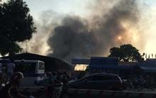 Hà Nội: Cháy lớn kho chứa vải ngay sát cây xăng ở đường Phạm Văn Đồng