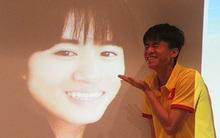 Thấy mình hóa thân thành siêu mẫu xinh như mộng, cầu thủ U19 Việt Nam ôm bụng cười nắc nẻ
