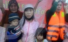 5 cô giáo mầm non dầm mình trong nước lũ ngập sâu quá đầu người cứu 20 học sinh