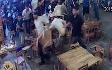 Đà Nẵng: Kinh hoàng nhóm côn đồ cầm mã tấu xông vào quán nhậu đập phá, hành hung nhân viên