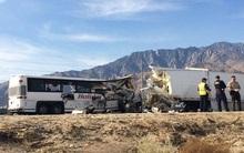 Xe bus đâm xe containerở Mỹ, 13 người chết