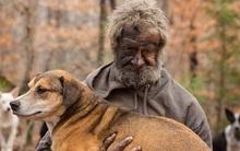 """""""Lão Hạc"""" vô gia cư thời hiện đại đau xót khi phải rời bỏ 31 chú chó cưng"""