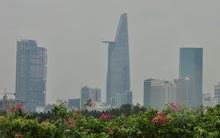 Sương mù và nước ngập vẫn bao phủ một số khu vực ở Sài Gòn lúc trưa