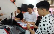 Vietlott vừa khai trương ở Hà Nội, hàng trăm người đã háo hức mua vé số để thử vận may
