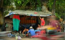 Mái ấm hạnh phúc của anh sửa xe và cô thợ may trong túp lều ở vỉa hè Sài Gòn