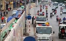 Chùm ảnh: Người dân vô tư tè bậy ngoài đường