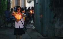 Trẻ em Sài Gòn rộn ràng rước đèn trung thu dọc các tuyến đường ở trung tâm thành phố