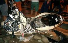 Hà Nội: Lái xe Camry gây tai nạn kéo lê xe máy hơn 3km, dân bức xúc đuổi đánh