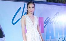 Phạm Hương diện váy xẻ ngực sâu trong lần hiếm hoi dự sự kiện ra mắt phim