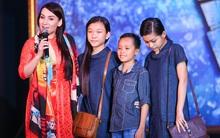 Quán quân Idol Kids Hồ Văn Cường theo chân ủng hộ mẹ nuôi Phi Nhung