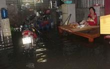 Vỡ bờ đê sau mưa lớn, hàng trăm hộ dân Sài Gòn phải sơ tán khẩn cấp trong đêm