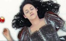 Tại sao những nhân vật nữ thường bị đá khỏi bộ phim của chính mình?