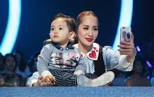 """Con trai đáng yêu của Khánh Thi đi làm """"giám khảo"""" cùng mẹ"""