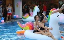 """Mỗi dịp có pool party, giới trẻ Hà Nội lại được """"quẩy"""" tưng bừng"""
