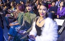 """HOT: Mai Ngô & Lan Khuê """"nổi bần bật"""" trên ghế khách mời tại Seoul Fashion Week"""