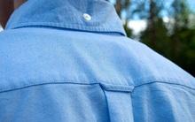 Hàng triệu người mặc áo sơ mi mỗi ngày nhưng không ai biết chiếc móc sau lưng dùng để làm gì