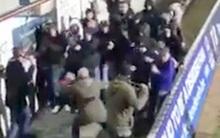 3 cảnh sát dũng cảm đánh trả đám đông hooligan hung hãn