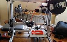 Teen Ý chế tạo máy biến chai nhựa thành... ốp lưng điện thoại