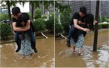 Sợ người yêu bị ướt giày, cô gái trẻ kiên quyết lội nước cõng chàng trai qua đường
