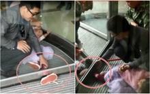 """Hoảng hồn trước những chiếc """"cửa xoay tử thần"""" với lũ trẻ nghịch ngợm ở Trung Quốc"""