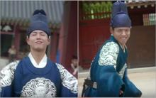 """Thái tử Park Bo Gum cùng thái giám """"quẩy tung nóc"""" hoàng cung"""