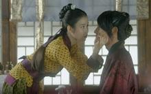 Moon Lovers: IU trổ tài trang điểm che sẹo giúp Tứ hoàng tử Lee Jun Ki