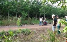 Nam thanh niên tử vong trong tư thế ngồi bất thường bên đường