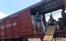 Đường sắt vận chuyển miễn phí hàng hóa cứu trợ cho người dân miền Trung