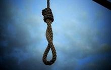 Đi học về, con trai kinh hoàng phát hiện mẹ chết treo cổ