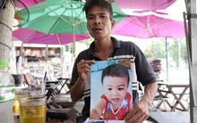 Vụ cha quỳ lạy ngoài đường tìm con trai mất tích: Cháu bé đang sống cùng mẹ ruột ở Đồng Nai