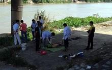 Người đàn ông chết trên cầu nhưng mọi người tưởng ngủ giữa trời nắng
