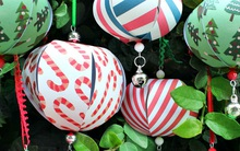 Trang trí mùa Noel với quả cầu giấy đẹp xinh chỉ cần kiên nhẫn là làm được