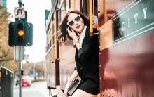 Diễm My 9X biến hóa phong cách, xinh đẹp cuốn hút trên đường phố nước Úc
