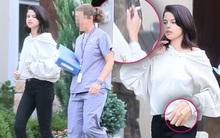 Selena Gomez bị bắt gặp hút thuốc phì phèo bên ngoài trung tâm cai nghiện