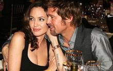 """Angelina Jolie viết tự truyện tiết lộ thường """"sex 3 người"""" với Brad Pitt và cô gái khác?"""
