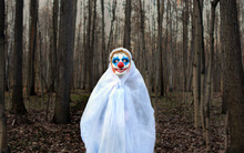 Người dân Mỹ hoang mang khi hàng loạt trẻ em bị những chú hề bí ẩn dụ dỗ vào rừng sâu