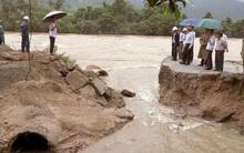 Tìm thấy thi thể phó chủ tịch xã bị lũ cuốn cả người và xe ở Bình Định
