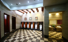 Khách sạn hạng sang đã là gì, nhà vệ sinh công cộng 5 sao mới là mốt