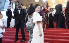 """Không """"thua chị kém em"""", Lý Nhã Kỳ lộng lẫy như bà hoàng trên thảm đỏ khai màn LHP Cannes 2017"""