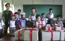 Humans Of Hanoi và chiến dịch gây quỹ nghĩa tình gửi đến những em học trò của thầy Trần Bình Phục