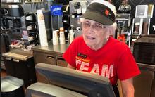 Bí mật khiến nhân viên bán hàng 94 tuổi gắn bó với McDonald's trong gần nửa thế kỷ