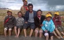 Cheo leo trên sườn Everest, có một người đàn ông 5 năm dạy học tại ngôi trường cao nhất thế giới