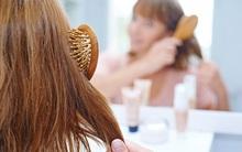 Sai lầm khi chải tóc mà cô gái nào cũng mắc phải khiến tóc dễ bị gãy rụng