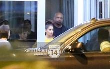 """Độc quyền: Đến Việt Nam lúc 2h sáng, Ariana Grande vẫn """"lọt"""" tầm ngắm paparazzi!"""