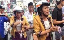 Clip: Nam thanh niên lao thẳng xe máy, chặn bắt đối tượng nghi dàn cảnh giật balo của một phụ nữ trên phố Hà Nội