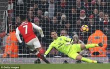 Arsenal leo lên ngôi nhì bảng sau 7 phút bù giờ điên rồ