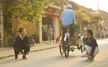 """Fan """"tan chảy"""" với loạt ảnh Bích Phương """"tình tứ"""" bên Hà Anh Tuấn sau hậu trường MV """"Cuộc đời là những bước chân"""""""