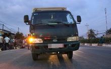 Người thân khóc nghẹn bên thi thể nam thanh niên tử nạn dưới bánh xe tải