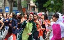 Chùm ảnh: Náo nhiệt hòa mình vào không khí ngày hội Liên hoan nghệ thuật đường phố Hà Nội 2017